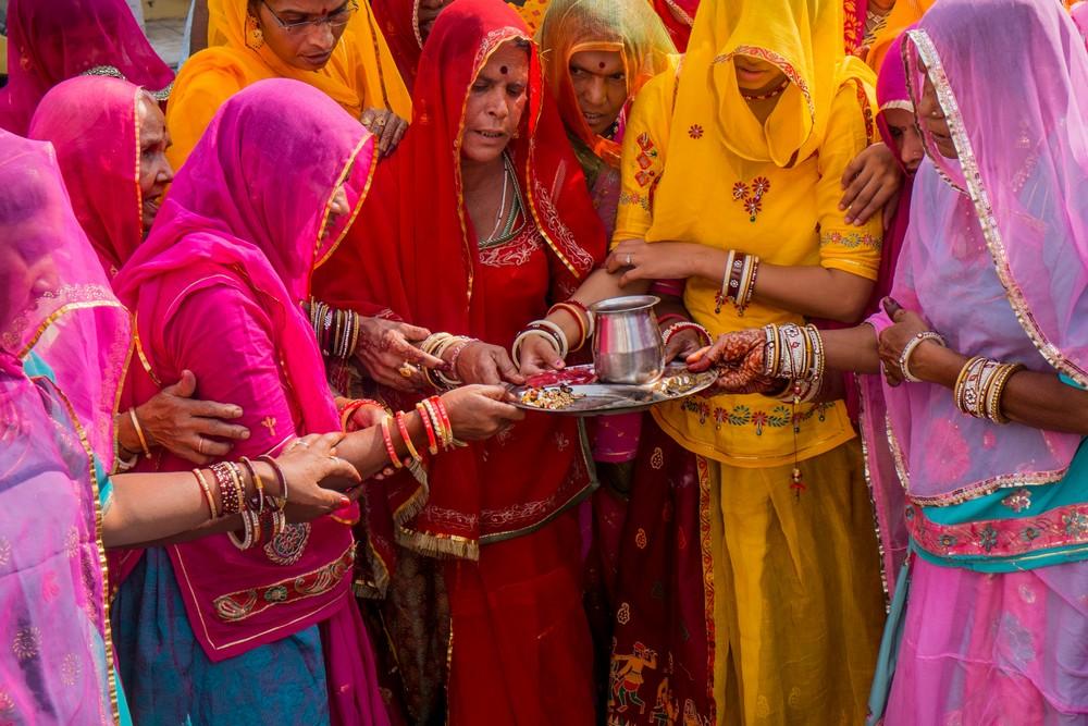 Femmes en couleurs, fête de Holi
